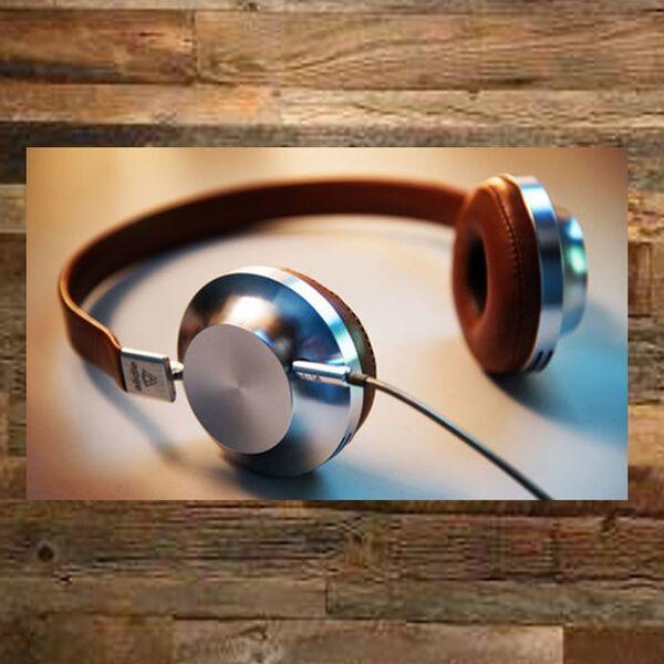 Lynn-On-The-Line Podcast Artwork Image