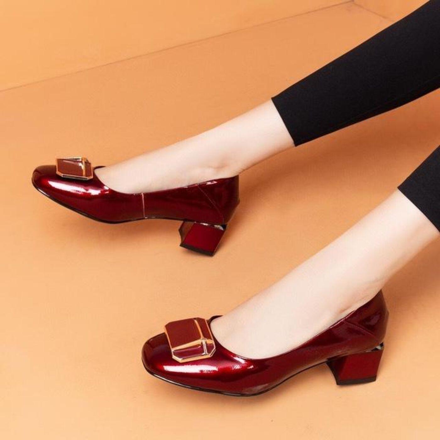 Kāpēc nevilkt kristāla kurpīti un izvairīties no citiem neērtiem apaviem