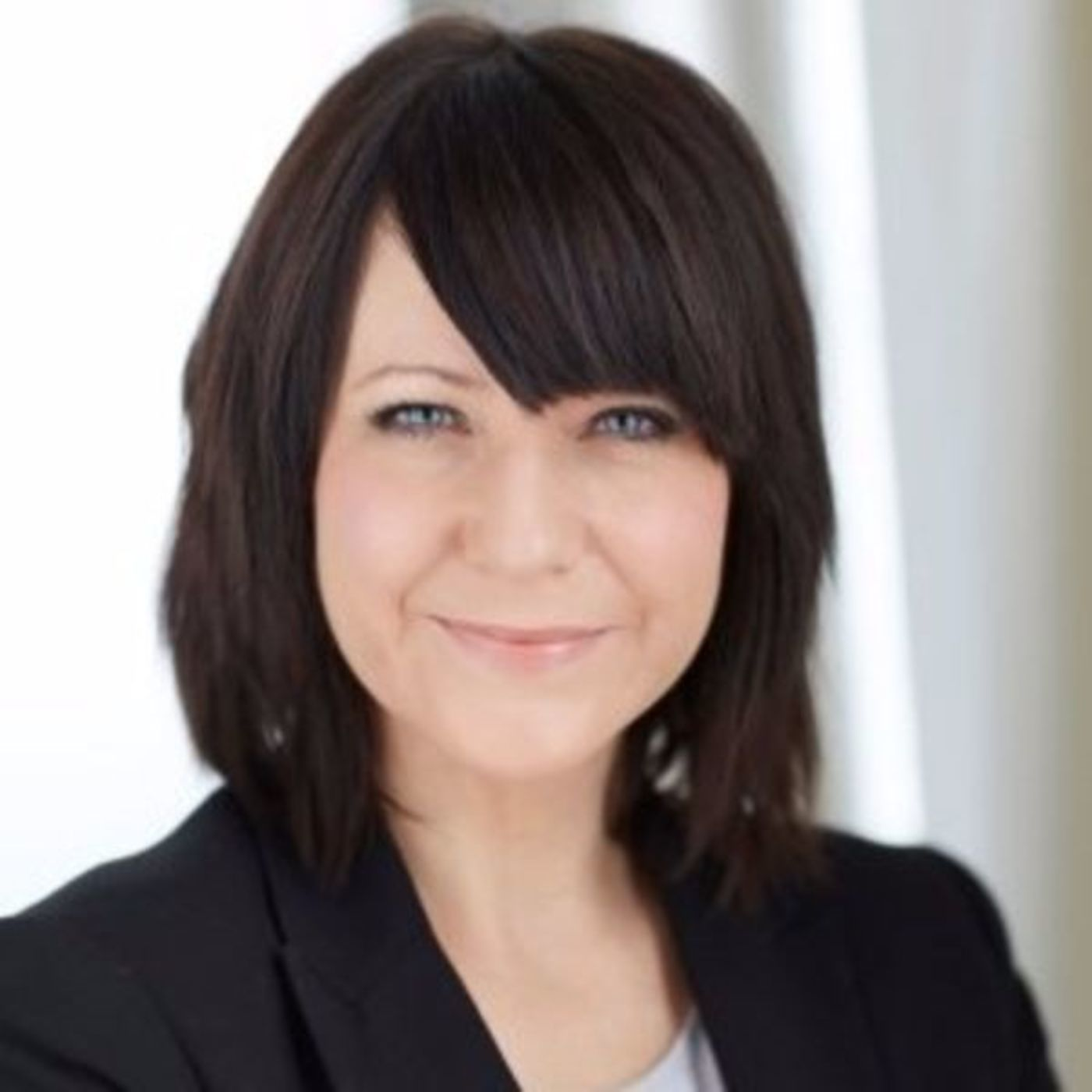 How Should Salespeople Be Recognized Socially in a Small Business? w/ Kim Benedict