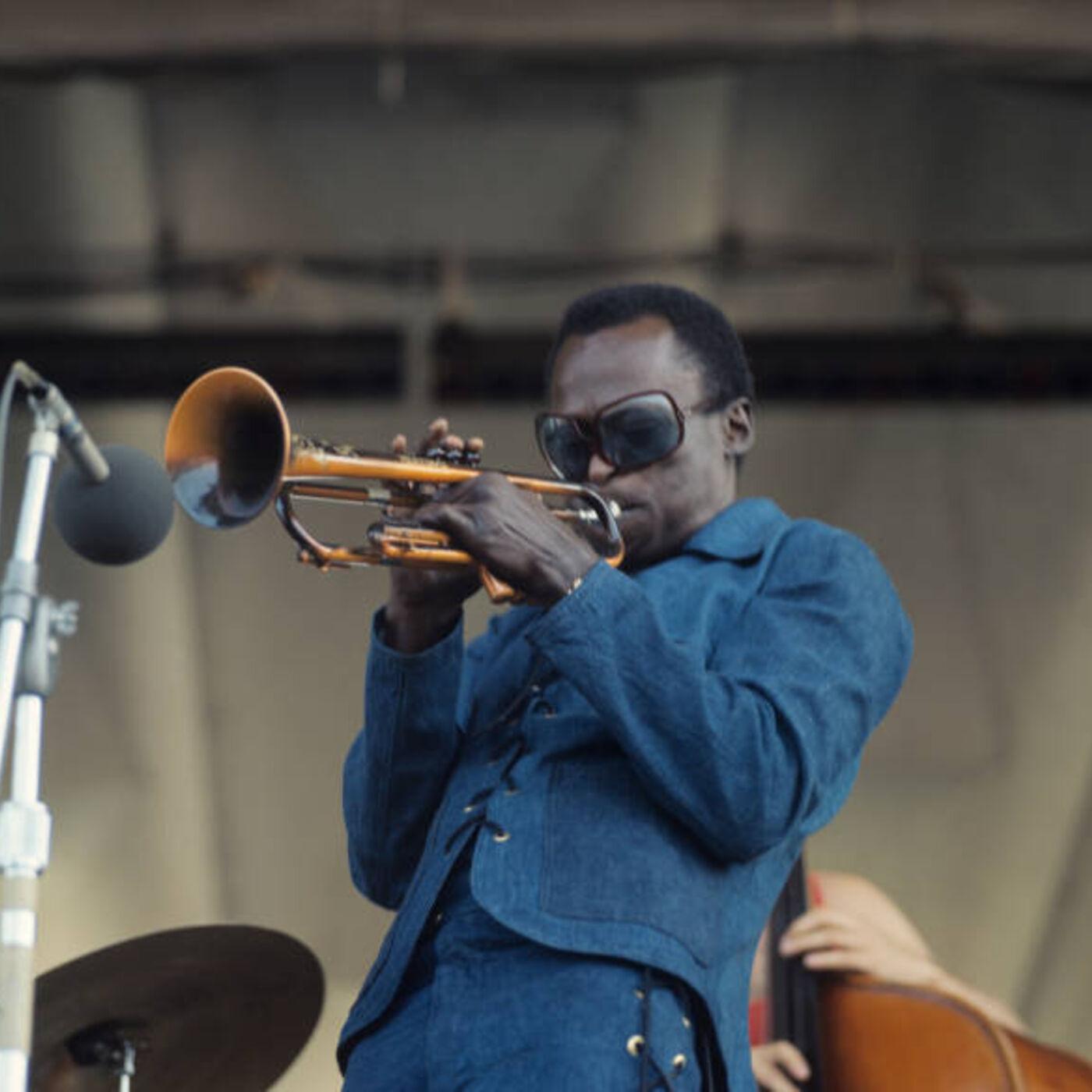 Episode 25 - Meeting Miles Davis